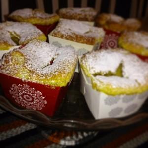 Frostiga julmuffins med vitchokladfyllning